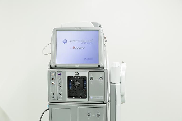 網膜硝子体手術:コンステレーション(Alcon)